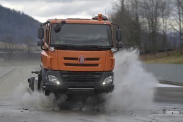 Učni ze Střední průmyslové školy v Třebíči 11. února 2019 v automobilce Tatra Trucks v Kopřivnici na Novojičínsku poprvé nastartovali nákladní automobil Tatra Phoenix, který z dodaných dílů poskládali během praktické výuky.
