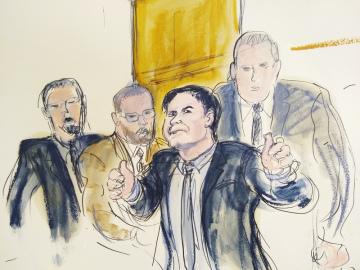 Mexický narkobaron Joaquín Guzmán (druhý zprava) na kresbě ze soudní síně v New Yorku.