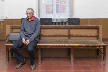 Okresní soud v Trutnově začal 14. února 2019 projednávat případ chovatele skotu Vladimíra Čepelky (na snímku), který je podezřelý z týrání zvířat. Případ veterináři označili za jeden z nejzávažnějších případů porušení podmínek chovu zvířat v Královéhradeckém kraji v posledních letech.