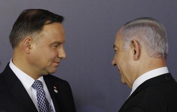 Polský prezident Andrzej Duda (vlevo) a izraelský premiér  Benjamin Netanjahu na konferenci o Blízkém východu ve Varšavě.