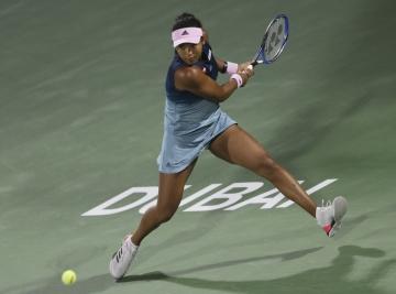 Japonská tenistka Naomi Ósakaová na turnaji v Dubaji.