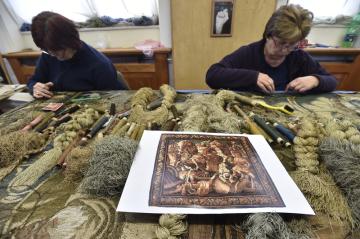 Moravská gobelínová manufaktura ve Valašském Meziříčí na Vsetínsku pracuje v těchto dnech na opravě vzácného gobelínu ze 17. století Bitva Alexandra Makedonského s Dareiem III. (na snímku z 20. února 2019).