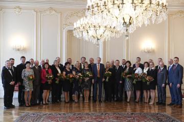 Prezident Miloš Zeman (uprostřed) přijal 20. února 2019 na Pražském hradě starosty vítězných obcí soutěže Vesnice roku 2018.