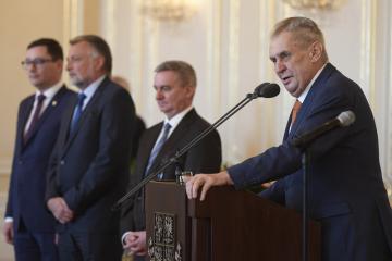 Prezident Miloš Zeman (vpravo) přijal 20. února 2019 na Pražském hradě starosty vítězných obcí soutěže Vesnice roku 2018.