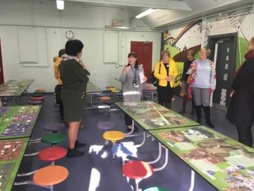 Druhý den vLincolnu. Návštěva základní školy St. Faith and St. Martin, kterou navštěvují děti od 7 do 11 let. Pan ředitel se súčastníky podělil o způsob, jakým škola funguje, jak zachází sdětmi se zvláštními potřebami a jak podporuje své učitele.