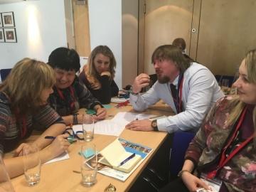 Během programu vznikaly vášnivé diskuze o různých tématech