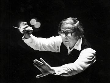 Americký pianista, skladatel a dirigent André Previn na snímku z 1. července 1984.