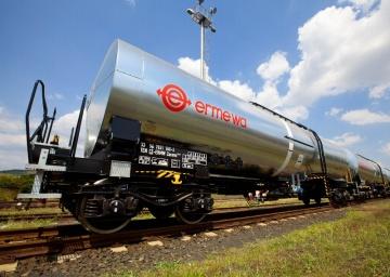 Cisternový vůz Zacens o objemu 75 m3.