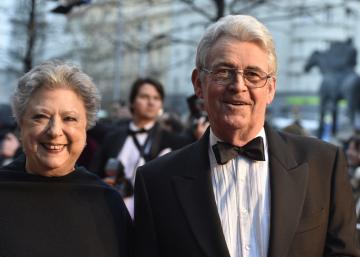 Autor předlohy Simon Mawer a jeho manželka Connie se zúčastnili 12. března 2019 v Brně premiéry filmu režiséra Julia Ševčíka Skleněný pokoj.