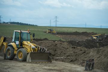 ČEZ začal 15. března 2019 stavět 26 kilometrů dlouhý horkovod mezi jadernou elektrárnou Temelín a Českými Budějovice. Náklady jsou 1,445 miliardy korun. Práce plánují energetici na necelé dva roky, první dodávky v topné sezoně 2020/2021. Temelínské teplo by mělo pokrýt 30 procent výroby tepla pro České Budějovice, zbytek zajistí městská teplárna z vlastních zdrojů.