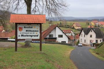 Poblíž německého Westerngrundu (na snímku z 8. března 2019) je současný geografický střed Evropské unie. V katastru bavorské obce s necelými 2000 obyvateli se střed unie nachází od roku 2013. Po případném odchodu Velké Británie z EU by se střed unie posunul do asi 70 kilometrů vzdálené vesnice Gadheim.