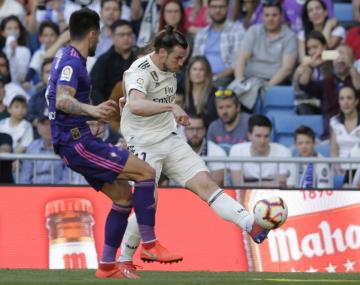 Fotbalista Realu Madrid Gareth Bale (vpravo) v utkání španělské ligy se Celtou Vigo.
