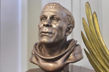 Ve Svatojánském muzeu v Nepomuku na Plzeňsku představili 19. března 2019 bronzovou plastiku zobrazující pravděpodobnou tvář místního rodáka, ve světě nejznámějšího českého světce Jana Nepomuckého. Antropologové ji rekonstruovali podle jeho lebky.