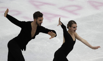Francoužští krasobruslaři Gabriella Papadakisová a Guillaume Cizeron.
