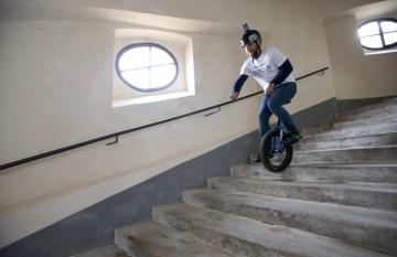 Petr Beneš 27. března 2019 na jednokolce sjel a seskákal svatohorské schody spojující Příbram s poutním areálem Svatá Hora. Osmdesátimetrové převýšení se 343 schody zdolal pětatřicetiletý milovník adrenalinu za sedm minut a sedm vteřin, čímž vytvořil nový český rekord.