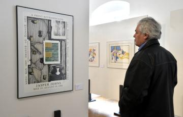 Ve zlínském zámku je k vidění výstava Světový POP-ART ve Zlíně. Vystaveno je pět desítek děl od 13 představitelů tohoto uměleckého hnutí jako je Andy Warhol, Roy Lichtenstein či James Rosenquist. Na snímku z 2. dubna 2019 je dílo Jaspera Johnse s názvem Double Flag.
