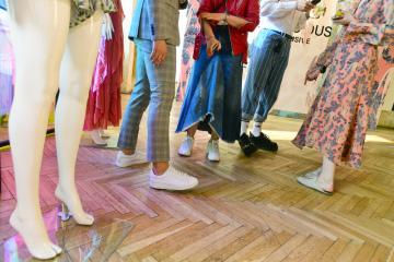 Nezisková organizace Institut Cirkulární Ekonomiky (INCIEN) a módní značka H&M představily 9. dubna 2019 v Praze jarní limitovanou kolekci oblečení z udržitelných materiálů.