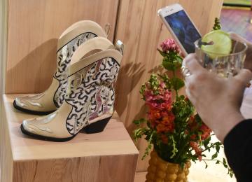 Nezisková organizace Institut Cirkulární Ekonomiky (INCIEN) a módní značka H&M představily 9. dubna 2019 v Praze jarní limitovanou kolekci z udržitelných materiálů.