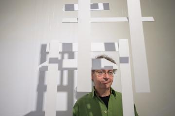 Výtvarník Martin Velíšek se zúčastnil 11. dubna 2019 zahájení své výstavy, kterou uspořádala Alšova jihočeské galerie v budějovické Galerii Mariánská.