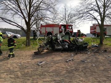 Řidič osobního auta dnes 13. dubna 2019 ráno zemřel při nehodě u obce Roudná poblíž Soběslavi. Auto vyjelo do protisměru, narazilo do stromu a začalo hořet. Cestoval v něm jeden člověk. Auto značky Renault Mégane havarovalo před 09:00 na hlavním tahu číslo tři. Jelo ve směru od Soběslavi na Tábor. Hasičům se požár auta podařilo uhasit během několika minut.
