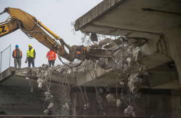 Ve Štětí na Litoměřicku začala 13. dubna 2019 demolice části mostu přes Labe. Kvůli bouracím pracím je uzavřená o víkendu silnice č. II/261 vedoucí pod mostem. Stavební práce probíhají pouze na jednom z mostních polí, které je posledním a vede nad silnicí. Oprava mostu bude stát 186 milionů korun.