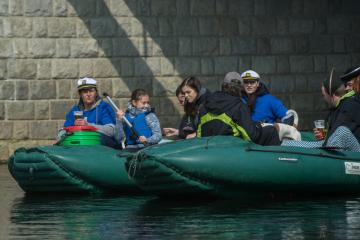 Odemykáním Vltavy v Českém Krumlově a ve Vyšším Brodě (na snímku) 13. dubna 2019 začala vodácká sezona na jedné z nejvíce splouvaných řek v Česku. Provozovatelé kempů a půjčoven lodí očekávají první větší nápor turistů až později. Tradičně sezona v nejintenzivnější míře začíná v polovině června a pokračuje o prázdninách.