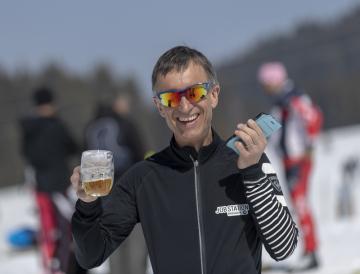 Franck Piccard v rozhovoru s účastníky letošního setkání Mezinárodního ski-klubu novinářů (SCIJ) 28. března 2019 v Les Saisies ve francouzských Alpách. Sjezdař Piccard, který v roce 1988 vyhrál v Calgary první olympijský superobří slalom, se dal na dálkový běh na lyžích.