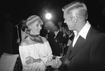 Na snímku z roku  1978 file zleva herci Bibi Anderssonová a George Peppard