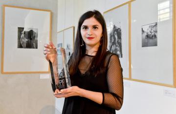 Lucia Sekerková - Bláhová získala 15. dubna 2019 v Praze ocenění Osobnost mladé české fotografie 2018 určené fotografům do 30 let, které uděluje Asociace profesionálních fotografů ČR.