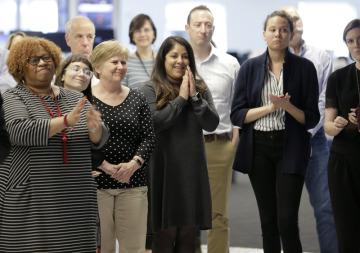 Zaměstnanci Associated Press při oznámení držitelů Pullitzerovy ceny.