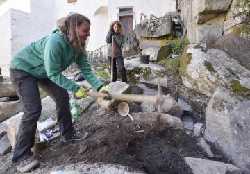 Archeologové z Muzea Vysočiny Jihlava odhalili na hradu Roštejn na Jihlavsku při jeho rozsáhlé obnově stovky nálezů. Snímek je z 15. dubna 2019.