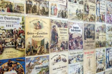 Jihočeské muzeum otevřelo 17. dubna 2019 výstavu Johann Steinbrener: příběh vimperského knihtisku. Na snímku jsou kalendáře.