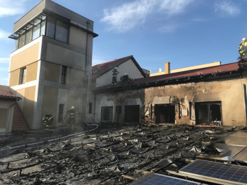 V Říčanech u Prahy hořelo 20. dubna 2019 obchodní centrum v bývalém areálu lihovaru.