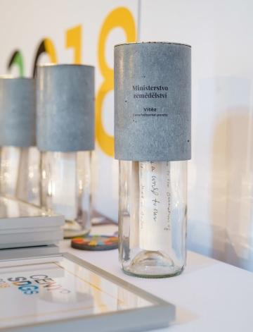 Vítězná trofej Cen SDGs 2018