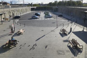 Správa železniční dopravní cesty ukončila celkovou přestavbu plzeňského hlavního nádraží (na snímku z 13. května 2019), včetně rekonstrukce dvou železničních mostů přes Mikulášskou ulici.