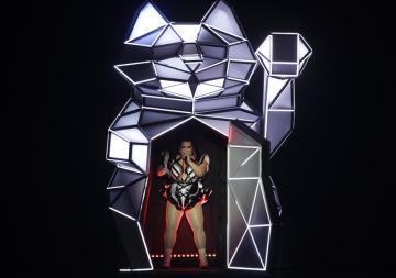 Vítězka Eurovize 2018, izraelská zpěvačka Netta Barzilaiová, vystoupila 14. května 2019 před prvním semifinále písňové soutěže.