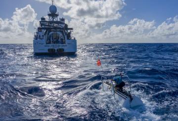 Snímek z nejhlubšího sólového ponoru na dno Mariánského příkopu v Tichém oceánu, který s ponorkou DSV Limiting Factor podnikl americký výzkumník Victor Vescovo.