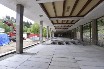 Na Lázeňském náměstí v Luhačovicích pokračovala 15. května 2019 rekonstrukce kolonády.