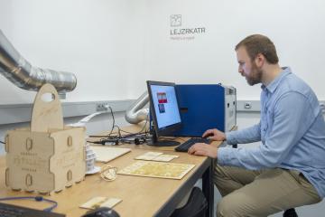 Liberecké vzdělávací a zábavní centrum iQLandia představilo 16. května 2019 dílnu digitálního věku, kterou vybudovalo za šest milionů korun. V takzvaném IQFablabu jsou kromě klasické dílny s nářadím i moderní technologie jako jsou 3D tiskárny nebo laserové a vinylové řezačky. Dílna ve zkušebním provozu začne fungovat od června, určená je pro veřejnost i školy.