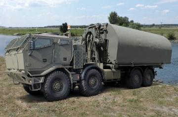 Tatra Force IRB ponton.