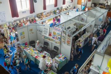 Festival dětského čtenářství začal 5. června 2019 v Liberci. Letošním tématem třídenní akce je Pohádka - vrátka do světa fantazie.