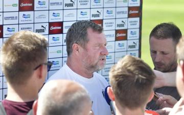 Trenér Pavel Vrba hovoří s novináři před úvodním tréninkem přípravy fotbalistů Plzně na novou sezonu, 12. června 2019 v Plzni.