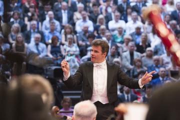 Dirigent Jakub Hrůša na koncertu České filharmonie, který zahájil 13. června 2019 jednašedesátý ročník hudebního festivalu Smetanova Litomyšl.