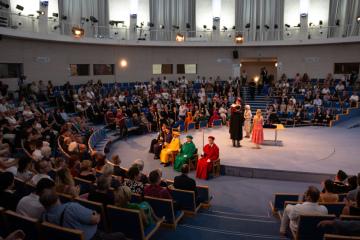 Festival MUNI 100 u příležitosti 100. výročí založení Masarykovy univerzity se konal 15. června 2019 v Brně. Od 09:00 do 15:00 byly fakulty otevřené v rámci Dne absolventů. Na snímku je slavnostní shromáždění.