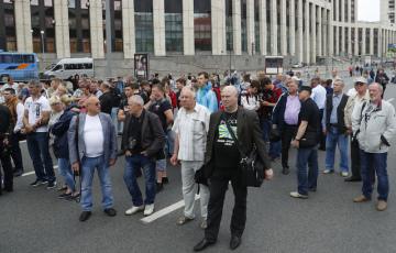 Demonstrace na podporu novináře Ivana Golunova.