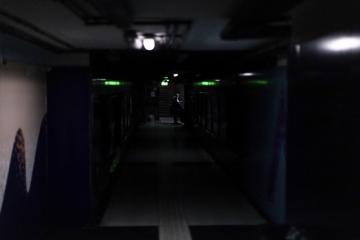 Tma ve stanici metra v Buenos Aires během výpadku elektřiny.