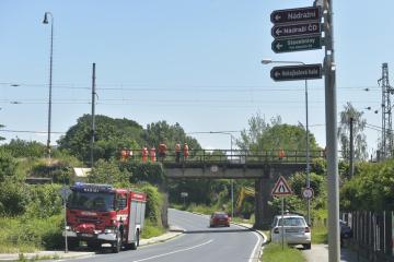 Odborníci Správy železniční dopraví cesty (SŽDC) prohlížejí 18. června 2019 železniční most v Dobřanech na Plzeňsku.