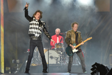 Koncert skuoiny The Rolling Stones v Chicagu, zleva Mick Jagger, Charlie Watts a Keith Richards.