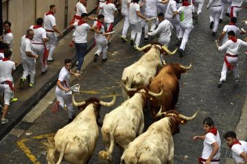 Běh s býky v ulicích španělské Pamplony.