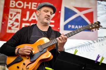 Mezinárodně uznávaný rakouský kytarista Wolfgang Muthspiel vystoupil na 14. ročníku mezinárodního hudebního festivalu Bohemia JazzFest, který byl zahájen 8. července 2019 na Staroměstském náměstí v Praze.